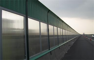 What is the sound insulation of the sound barrier?